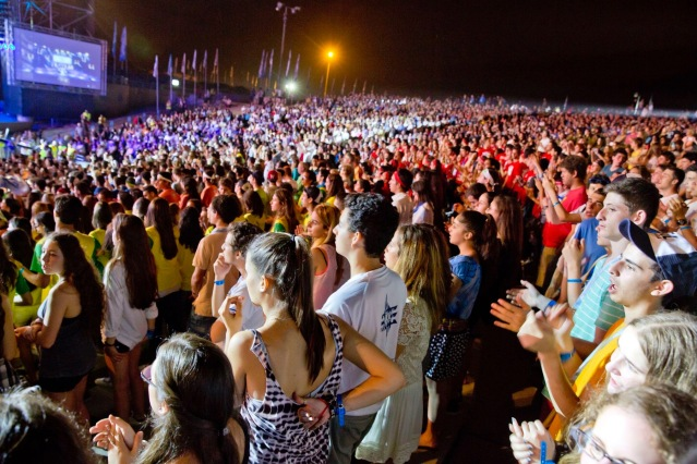 gf-02-crowds-28