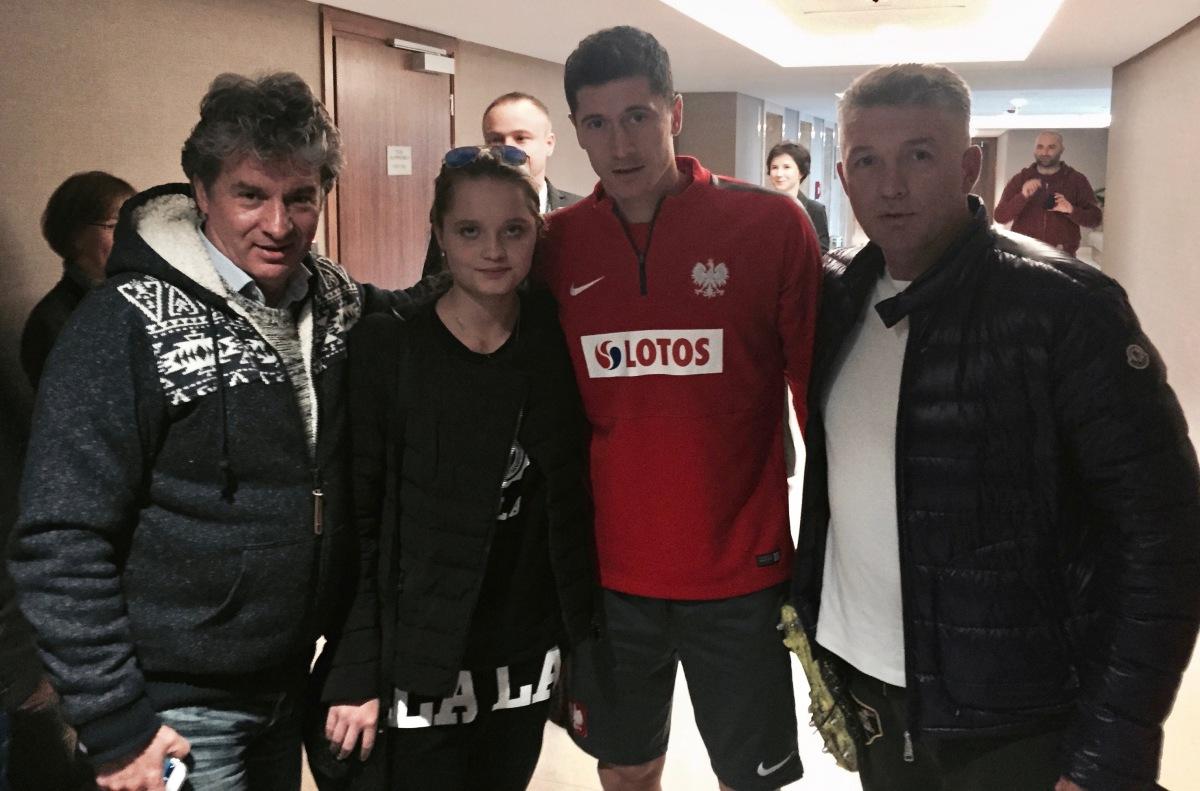 Polscy piłkarze chorym dzieciom.